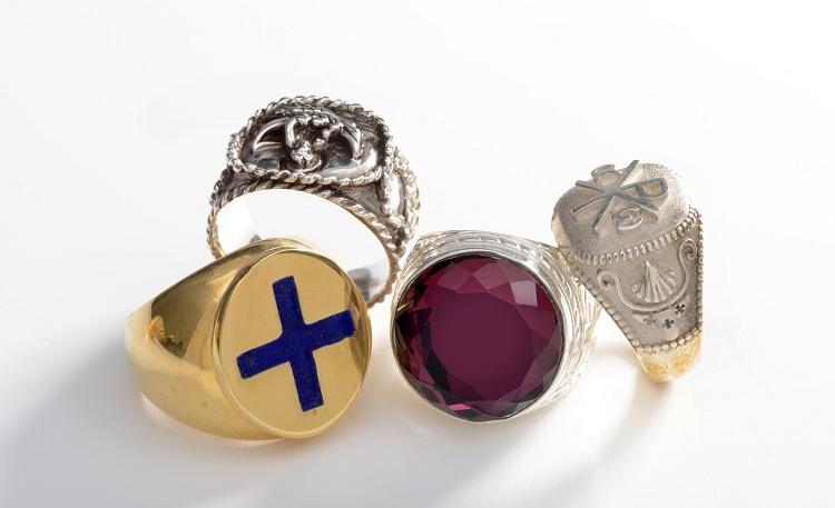 Il valore simbolico dell'anello vescovile