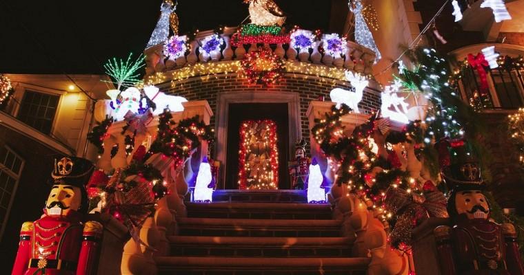 La magia del Natale nel quartiere newyorkese Dyker Heights
