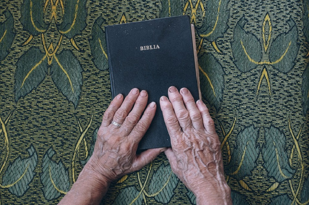Studiare la bibbia on line: metodo per leggere la Bibbia