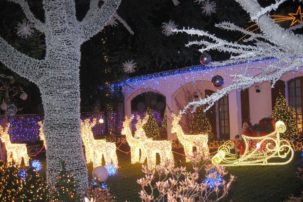 Decorazioni Luminose Natalizie Per Esterni : Idee per decorare il tuo giardino nel periodo natalizio holy