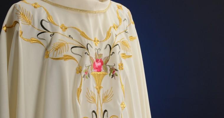 Come scegliere la casula sacerdotale