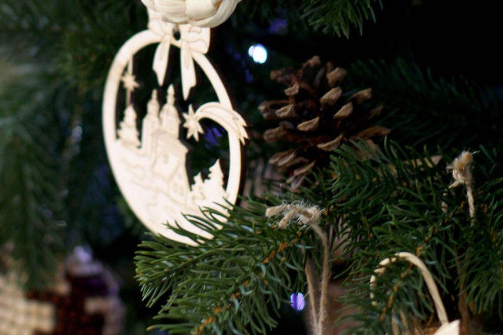 Alberi Di Natale In Legno Da Appendere : Decorazioni in legno per l albero di natale holy