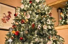 I colori del Natale: rosso, verde, bianco, oro e argento