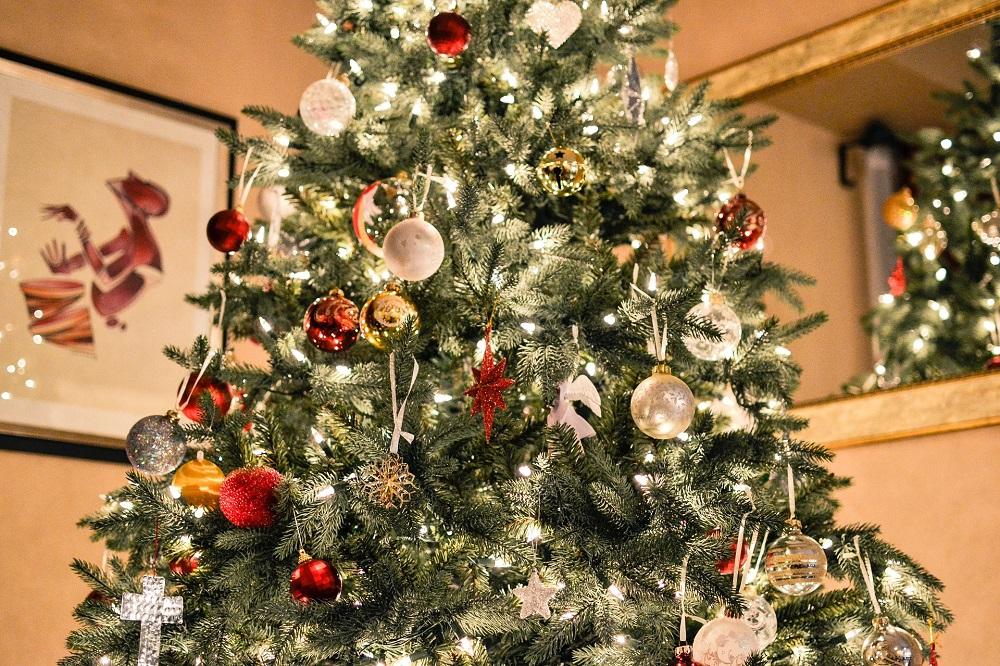 Alberi Di Natale Bianchi E Rossi.I Colori Del Natale Rosso Verde Bianco Oro E Argento