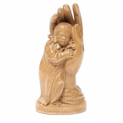 mano protettiva con bimba legno valgardena