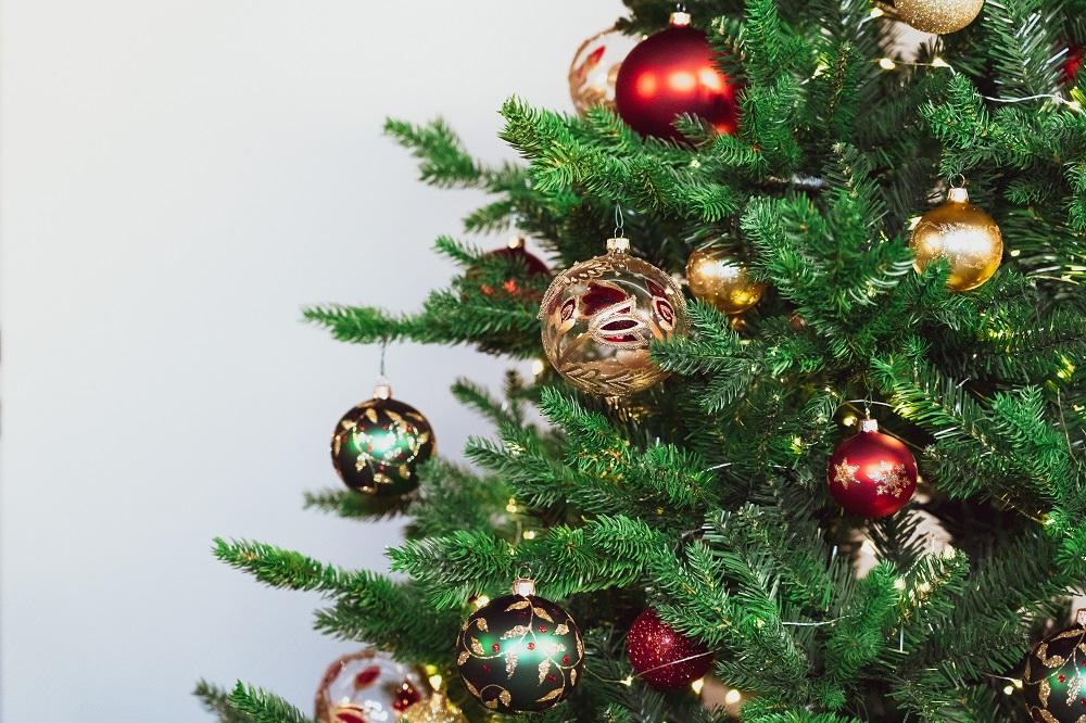 Addobbi Albero Natale.Addobbare L Albero Di Natale Regole E Consigli Holyblog